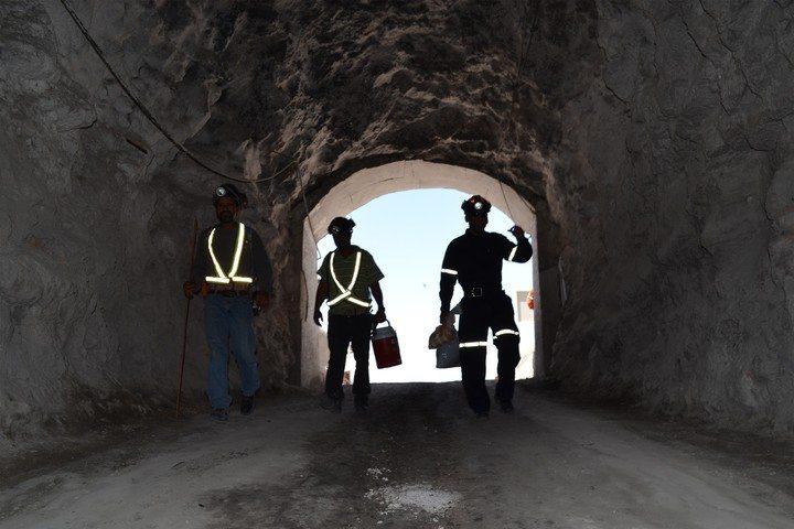 Recursos. La industria minera dejó una derrama de 2,200 mdp por el nuevo impuesto en donde toda esa cantidad va dirigida a los estados y municipios donde están instaladas estas empresas.