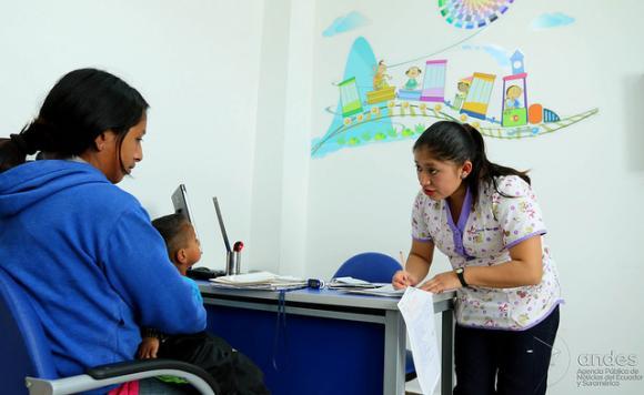 Decenas de habitantes de comunidades rurales acuden a los centros de salud de Molleturo o San Gerardo por la calidad de atención que se brinda.