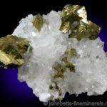 Calcopirita dorada brillante con cuarzo