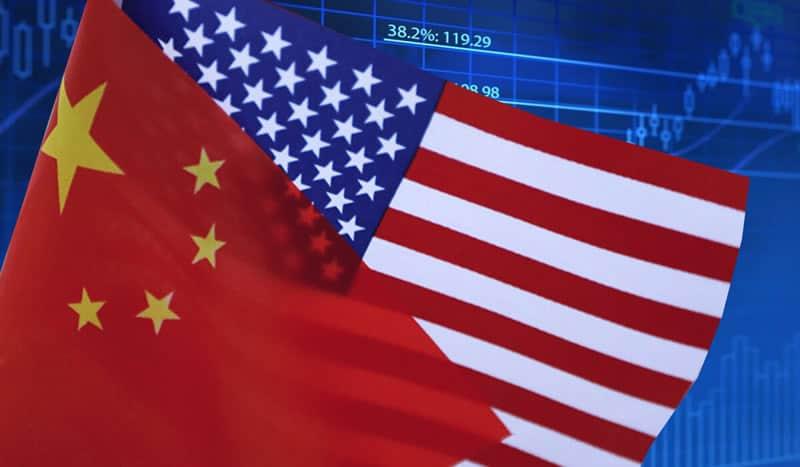 Imagen de la bandera de Estados Unidos y la de China