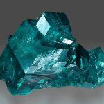 Gran cristal compuesto de dioptasa