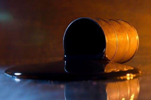 Cotiza petróleo en más de 50 dólares