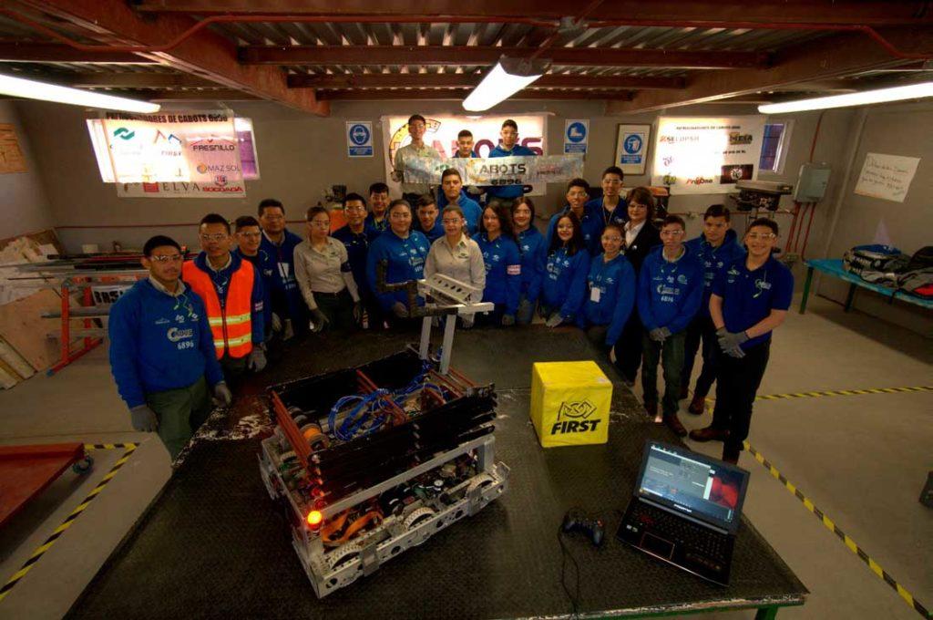 Jóvenes mexicanos para que participen en la competencia de robótica FIRST